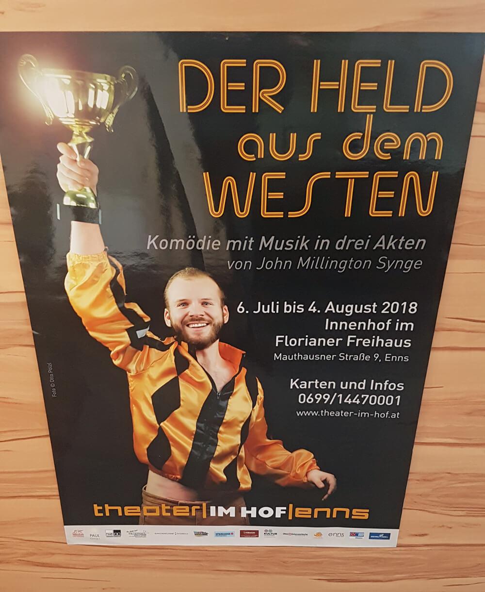 Plakatdruck: Theater im Hof Enns, Der Held aus dem Westen
