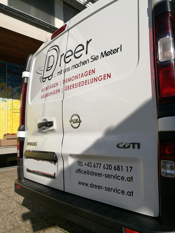 Dreer Montagen Lieferwagen Beklebung mit Firmendaten