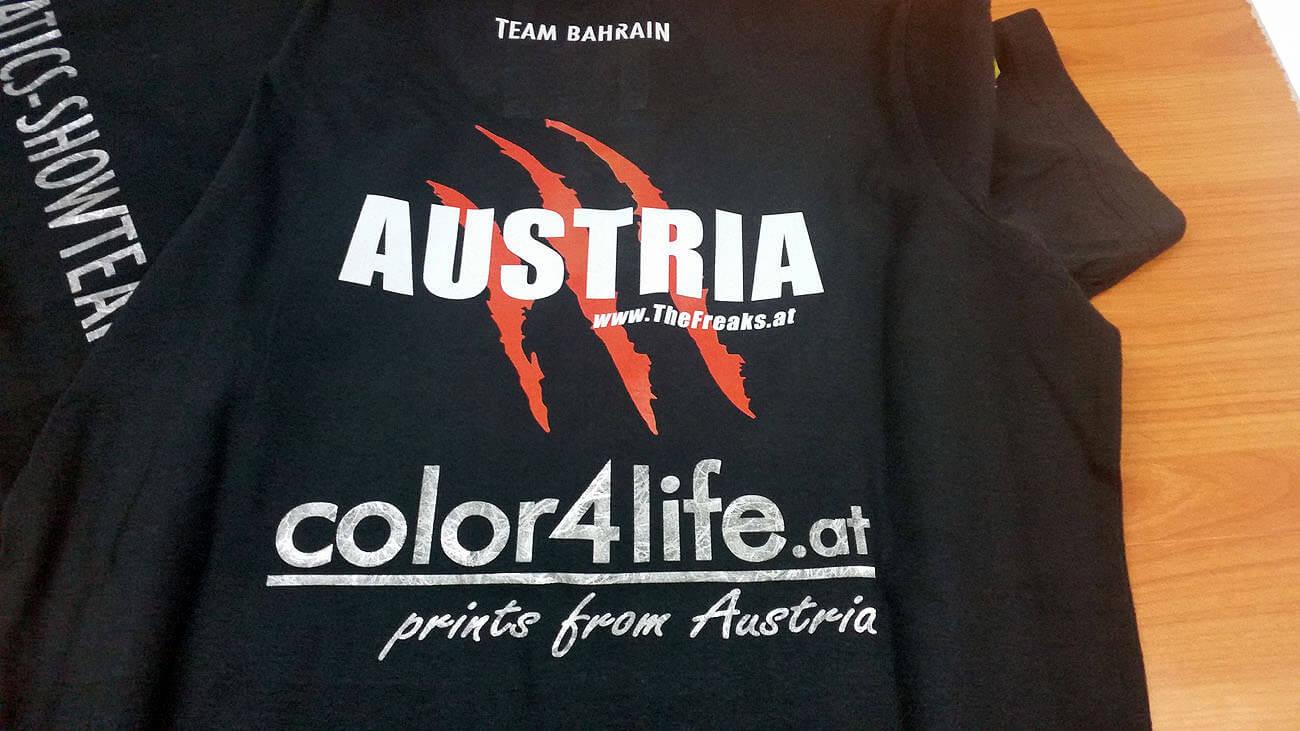 Team Bahrain: Bedruckung von schwarzen T-Shirts (vorne und hinten)