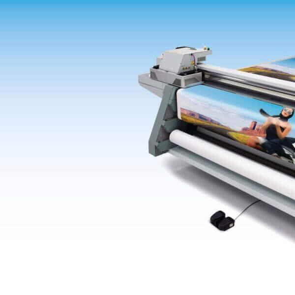 Klein- und Kleinstauflagen im Format 2.500 x 1.600 mm aus Karton, Wellpappe, Holz, Plexiglas, etc. bis zu einer Dicke von 50 mm bedrucken. Kosten für das Einrichten einer Druckmaschine und für Druckplatten entfallen.