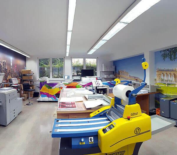 Hier ist unser Produktionsraum mit den Canon Frabdrucker - auch für Lichtpausen aller Art