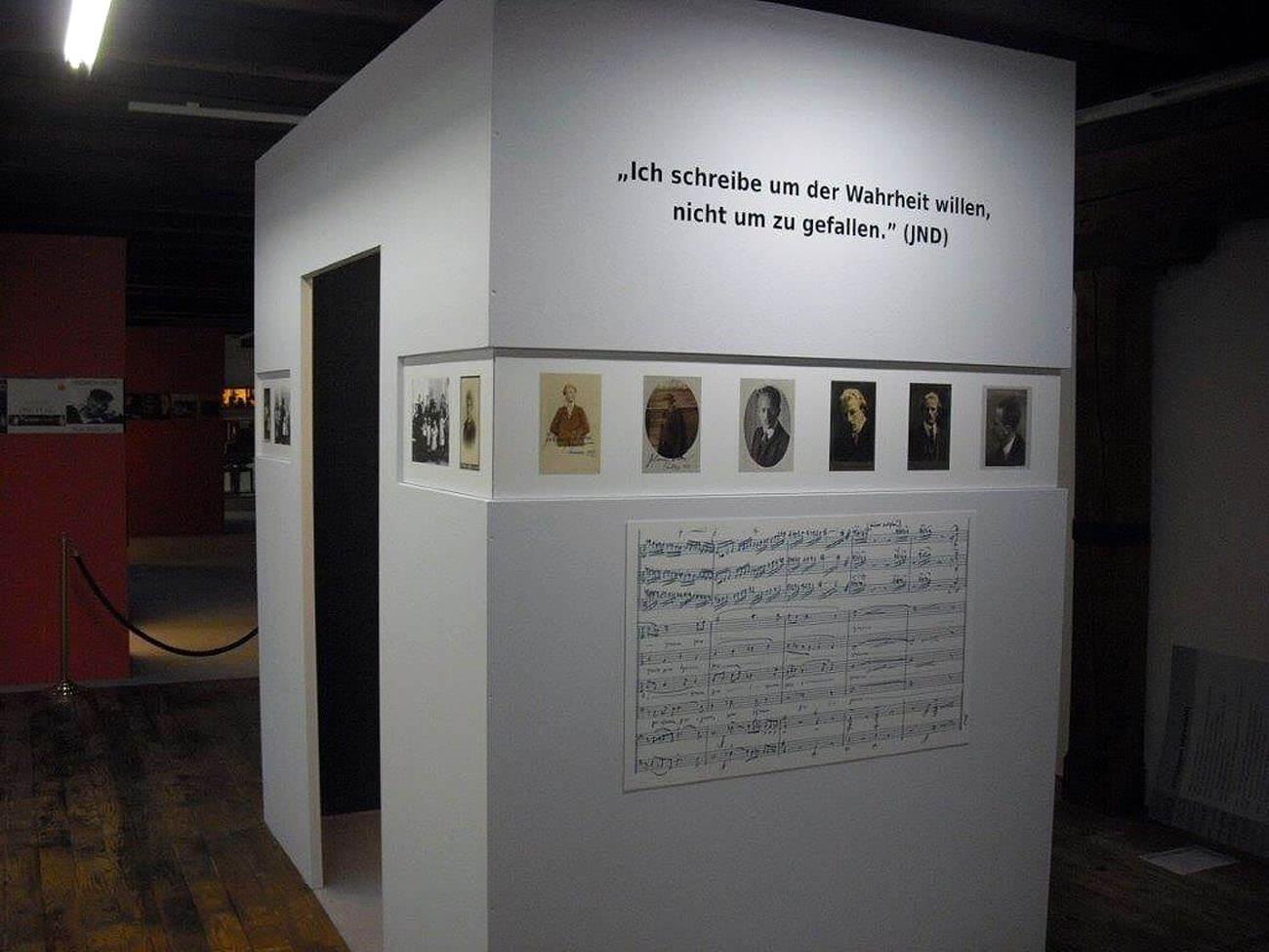 """Druck von Schilder für ein Museum """"Ich schreibe um der Wahrheit willen, nicht um zu gefallen."""" (JND)"""